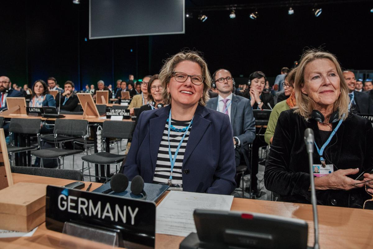 Environment minister Svenja Schulze (left) and her team promote tough rules on carbon markets and climate action in Katowice - but haven't joined other European countries in a statement to strengthen the European emissons trading scheme. Photo: BMU.