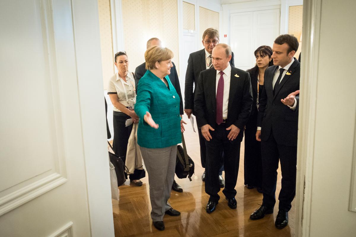 Chancellor Merkel with Russian President Vladimir Putin and French President Emmanuel Macron in Hamburg. Photo: German Government/Kugler
