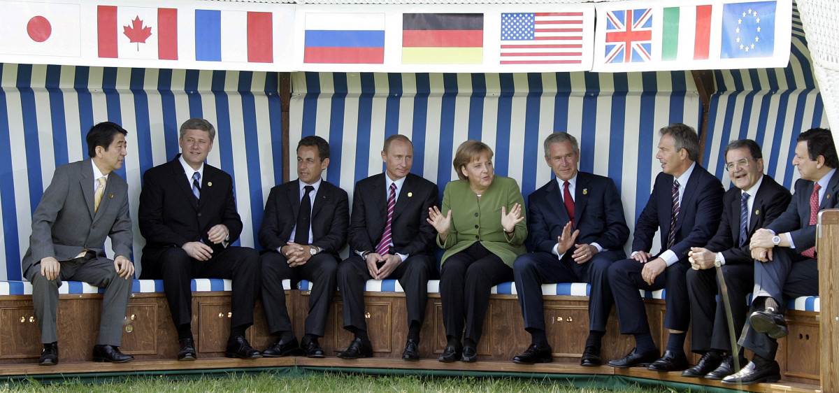 Photo shows German chancellor Merkel with G8 leaders at the summit in Heiligendamm in 2007. Photo: Associated Press, 2007 (Virginia Mayo), Source: European Union.