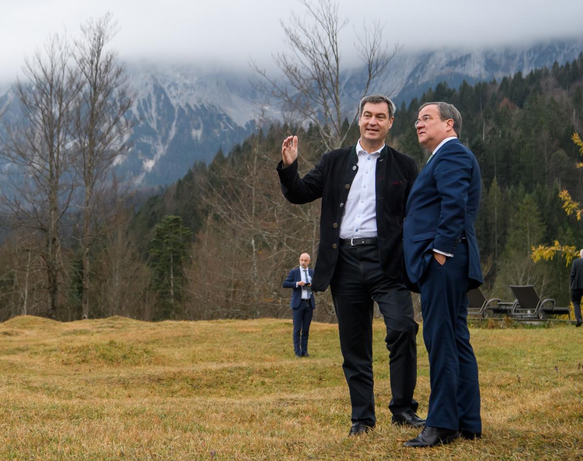 Photo shows CDU's Armin Laschet and CSU's Markus Söder. Source: Bayerische Staatskanzlei.