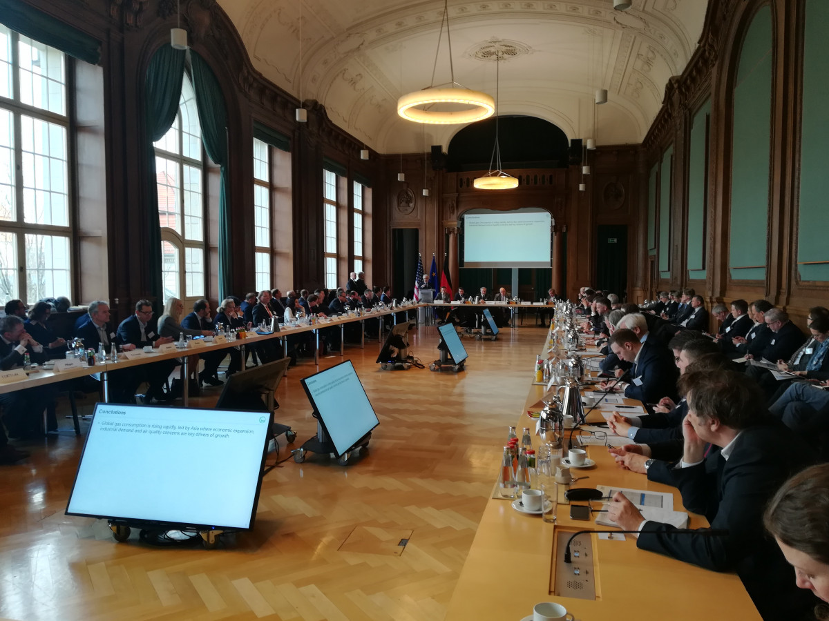 Photo of guests sitting around table in Germany's federal economy ministry at LNG investor conference in Berlin. Photo - CLEW/Wettengel 2019.