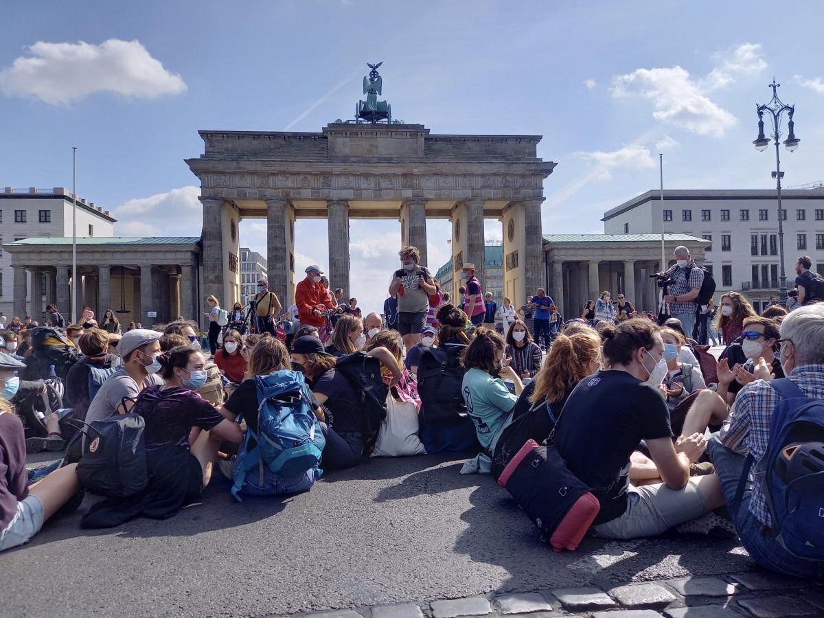 Blockade at Brandenburg Gate on 16 August. Photo: Clean Energy Wire.