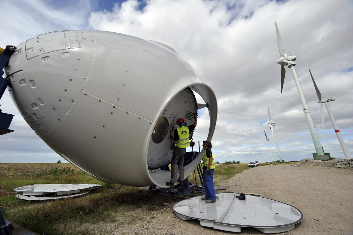 Photo of a wind power turbine construction. Photo: BWE/Tim Riediger.