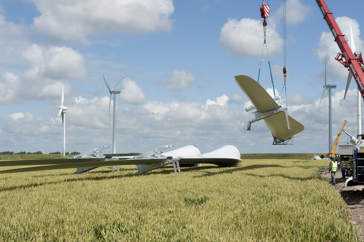 Photo shows wind turbine construction. Photo: BWE.