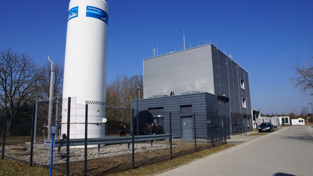 Green hydrogen production facility in eastern Germany. Photo: CLEW/Wettengel.