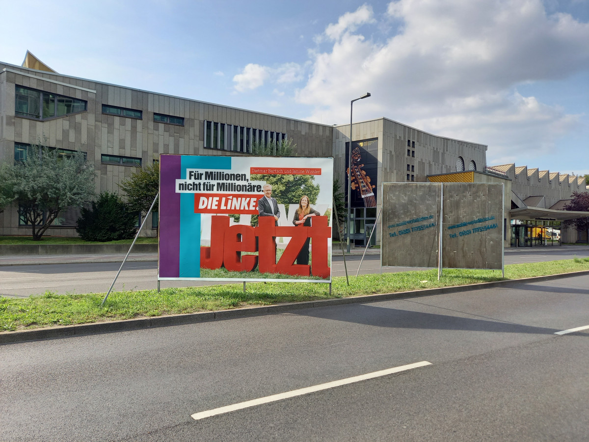 Photo shows Left Party campaign poster in German 2021 election campaign in Berlin. Photo: CLEW/Wettengel.