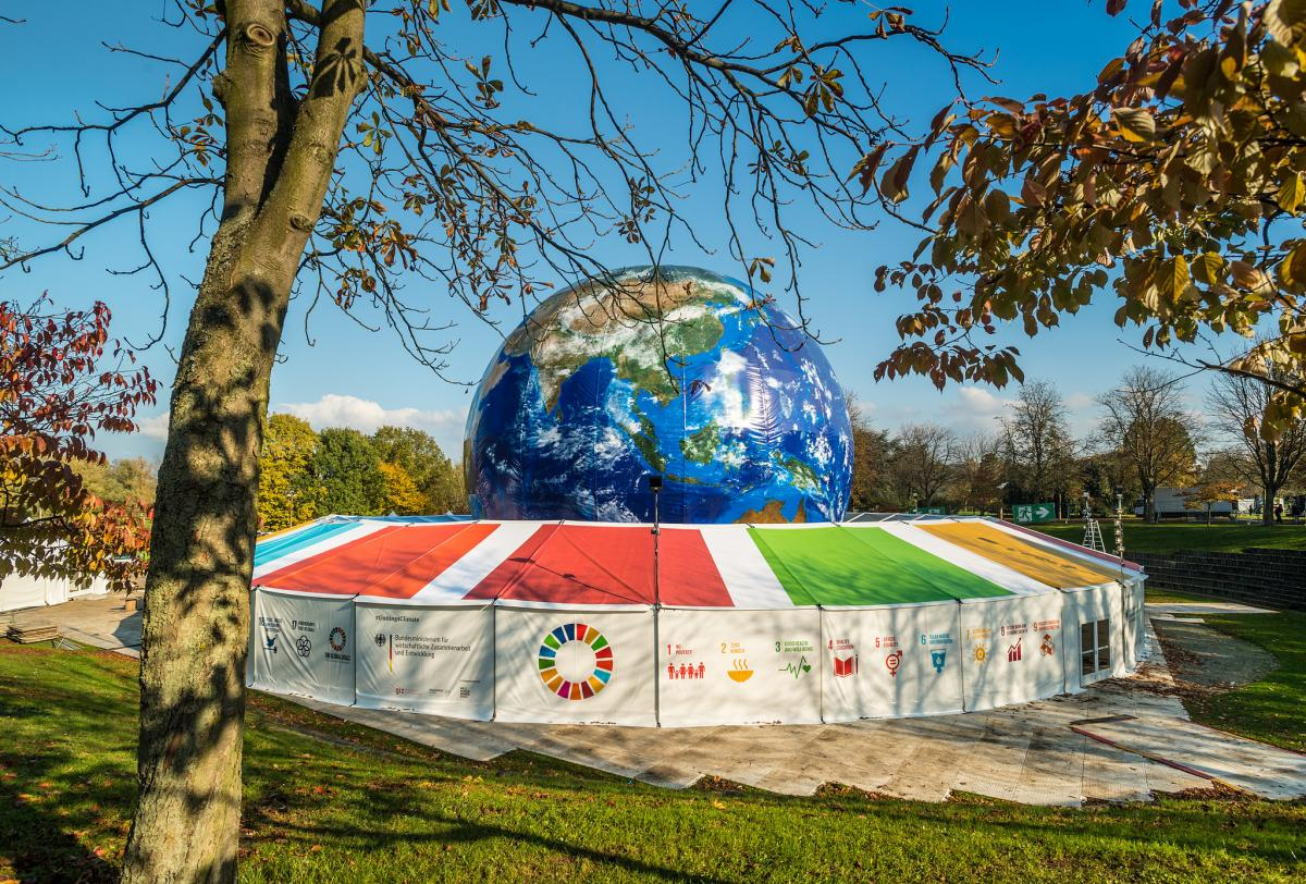 At 24 metres, the German government's Climate Planet is the world's largest model of the earth. Inside, visitors at this year's UN climate conference COP23 in Bonn find out more about the development of the climate and watch a documentary on the evolution of the earth. Photo: © BMUB / Dominik Ketz.