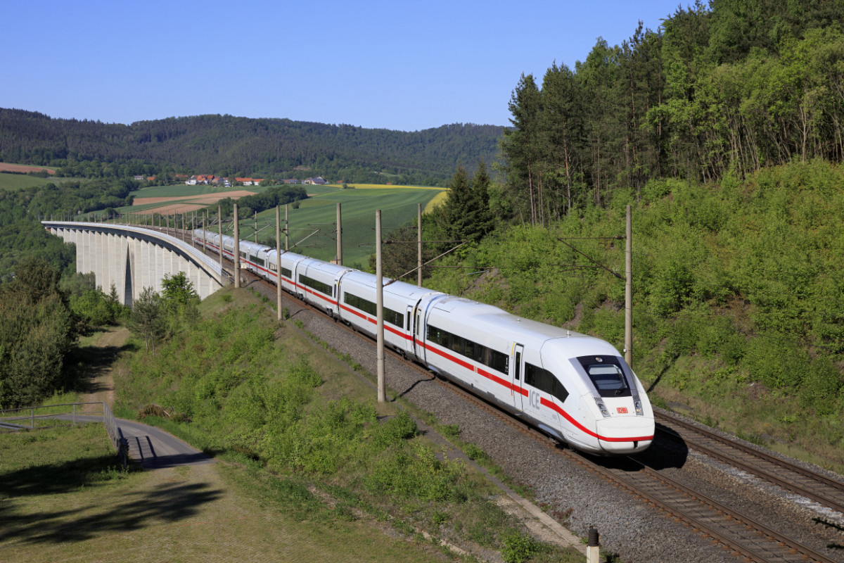 Photo shows German ICE train. Photo: Deutsche Bahn AG / Georg Wagner.