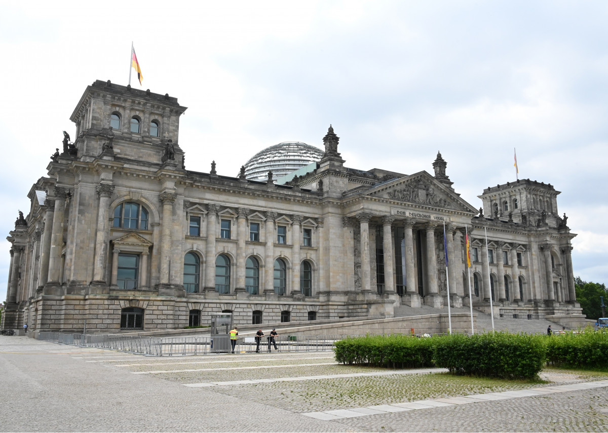 photo of German parliament building