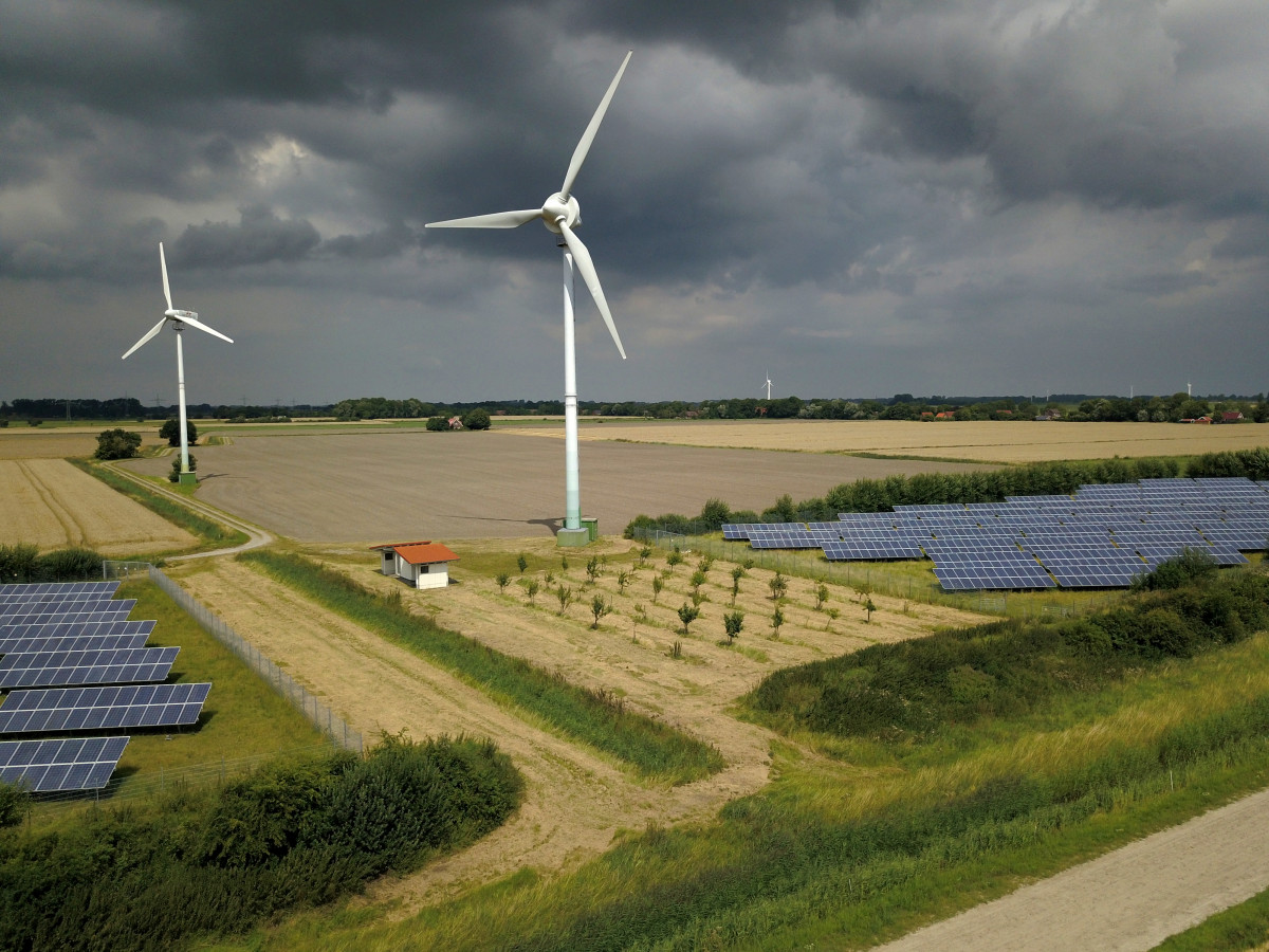 Photo of two wind turbines in Germany. Source: Jan Ahmels.