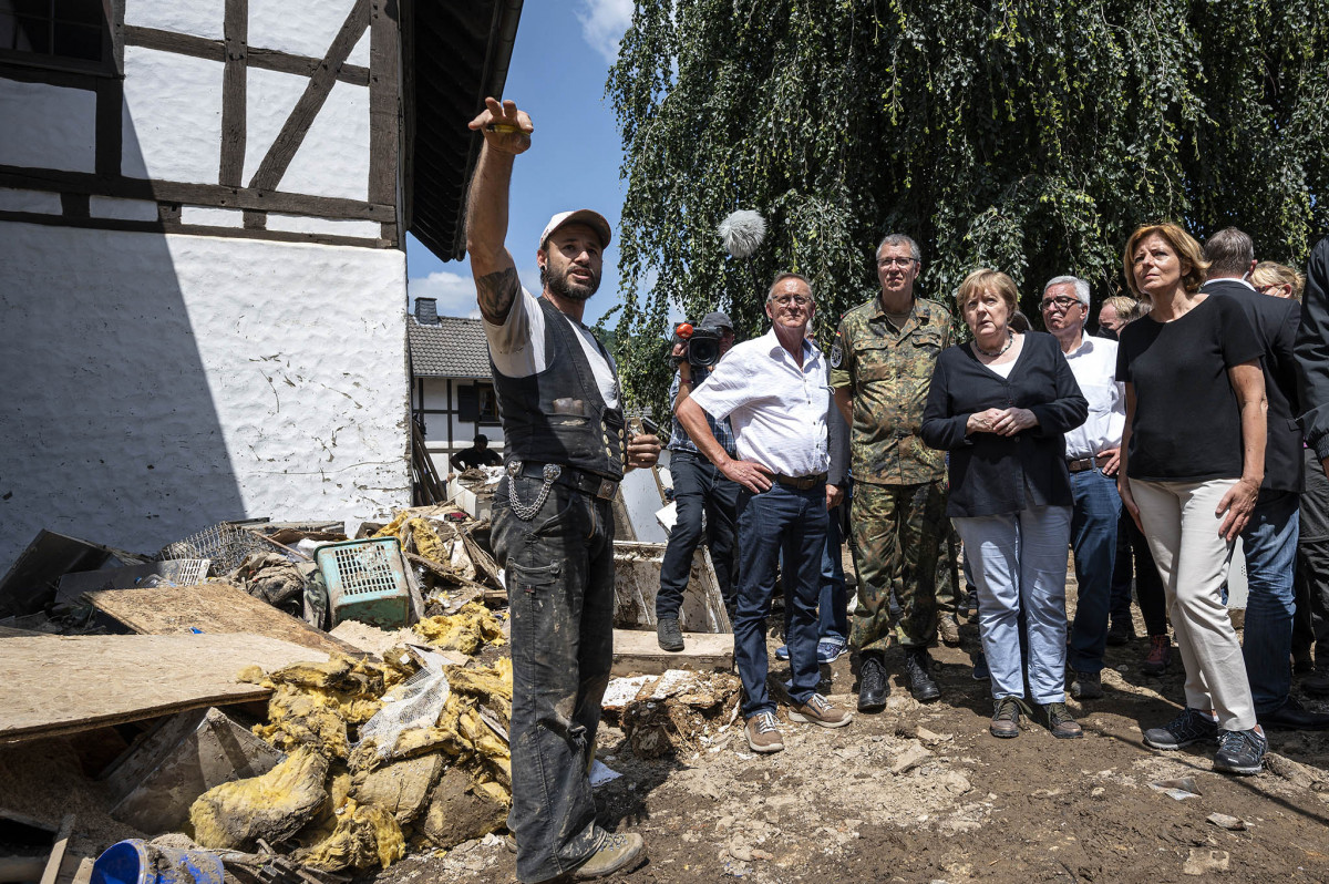 Merkel, together with state premier Dreyer, in the disaster area of Rhineland-Palatinate. Photo: federal government / Bergmann.