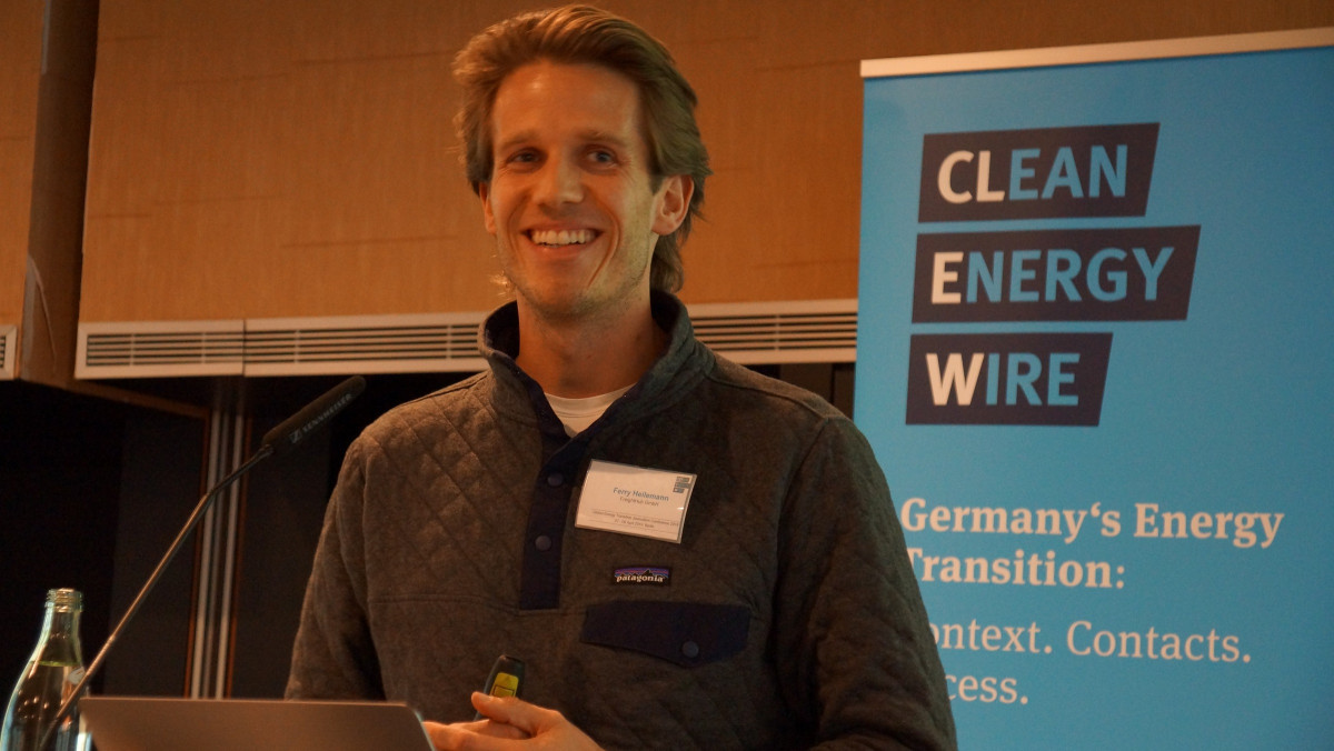 Photo of German entrepreneur and co-founder of digital freight forwarder FreightHub Ferry Heilemann at Clean Energy Wire's GETJO conference 2019. Photo: CLEW/Wettengel 2019.