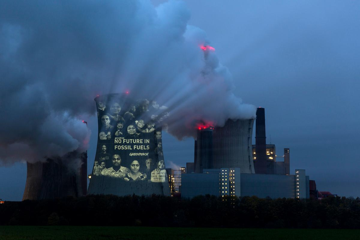 Protests at Germany's largest brown coal fired power station in Neurath, 50 km from Bonn. Photo: © Greenpeace Germany.