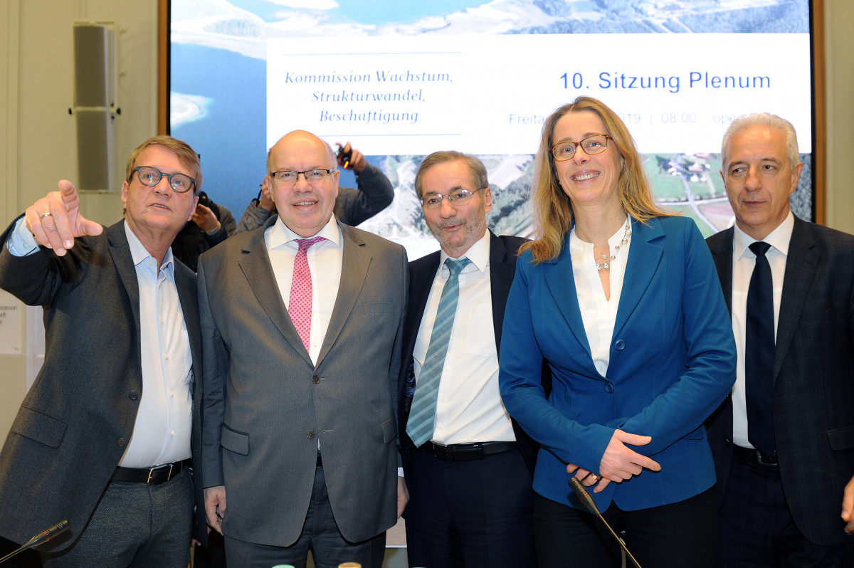 Coal commission leaders Pofalla, Platzeck, Praetorius & Tillich (left to right) with energy minister Altmaier (2nd from left). Photo - BMWi / Susanne Eriksson