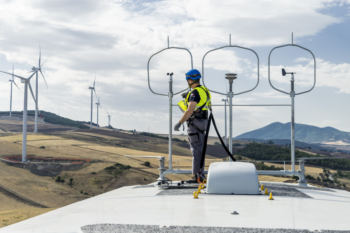 Wind turbines and maintenance worker. Photo: Nordex.