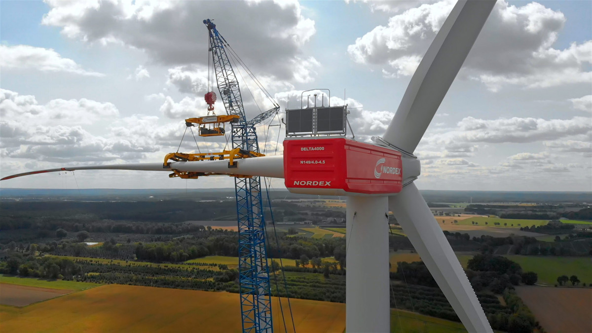 Wind turbine construction in Wennerstorf, Germany. Photo: Nordex.