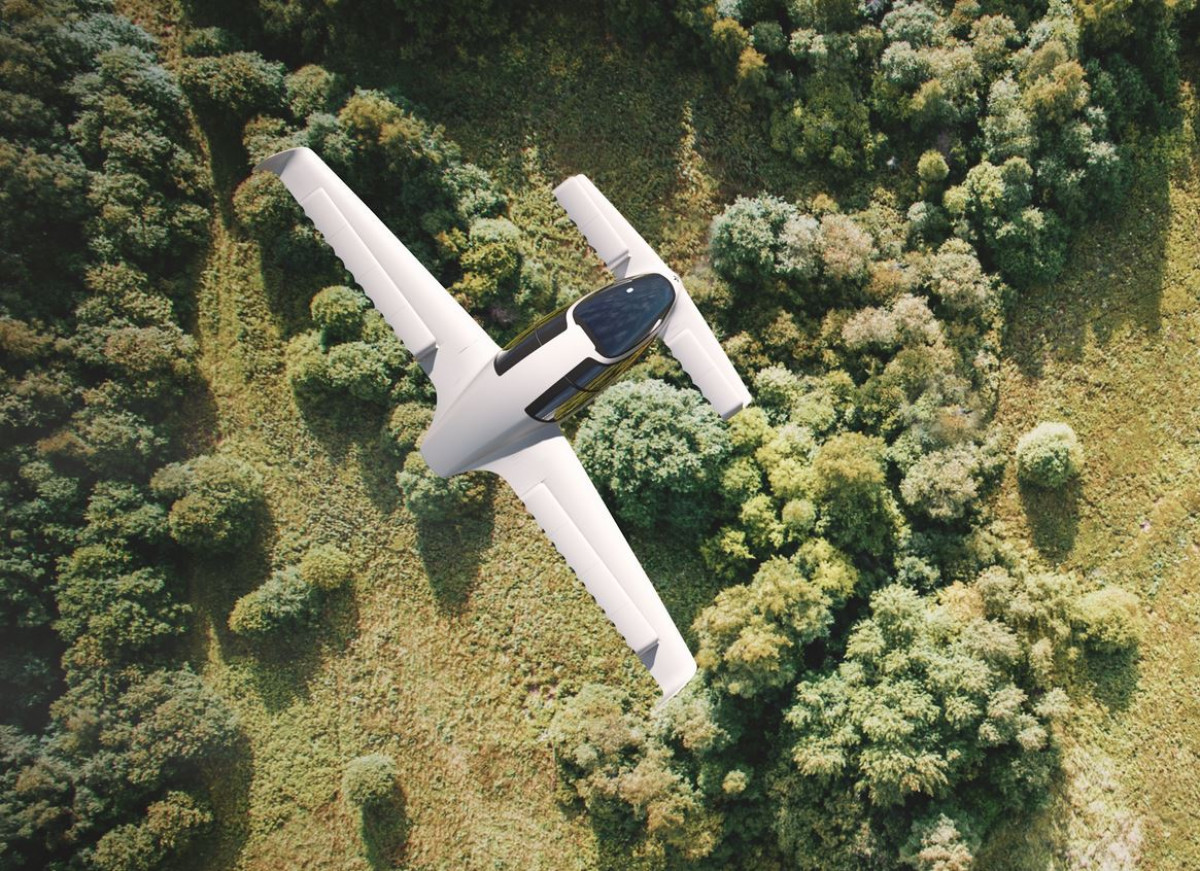 """official photos d9d58 5cc72 German e-car pioneer takes to the skies in hybrid """"Silent ..."""