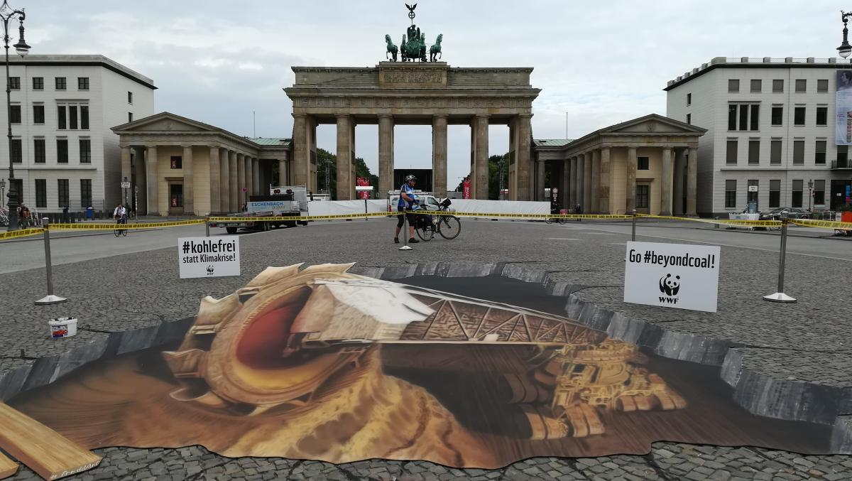 Anti coal protest by NGO WWF in front of the Brandenburg Gate in Berlin, outside the Petersberg Climate Dialogue venue. Source - BMU/Thomas KAnti coal protest by NGO WWF in front of the Brandenburg Gate in Berlin, outside the Petersberg Climate Dialogue venue. Source - Clean Energy Wire 2018.