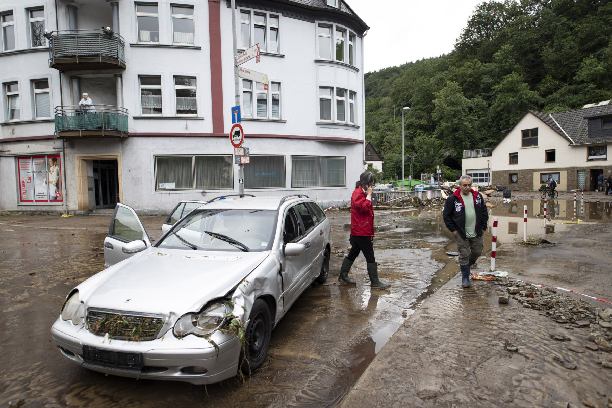 A watershed moment: The deadly floods hitting central Europe in July, like the town of Altena in western Germany, let the climate crisis burst right into the election campaign. Photo:  © Land NRW / Ralph Sondermann