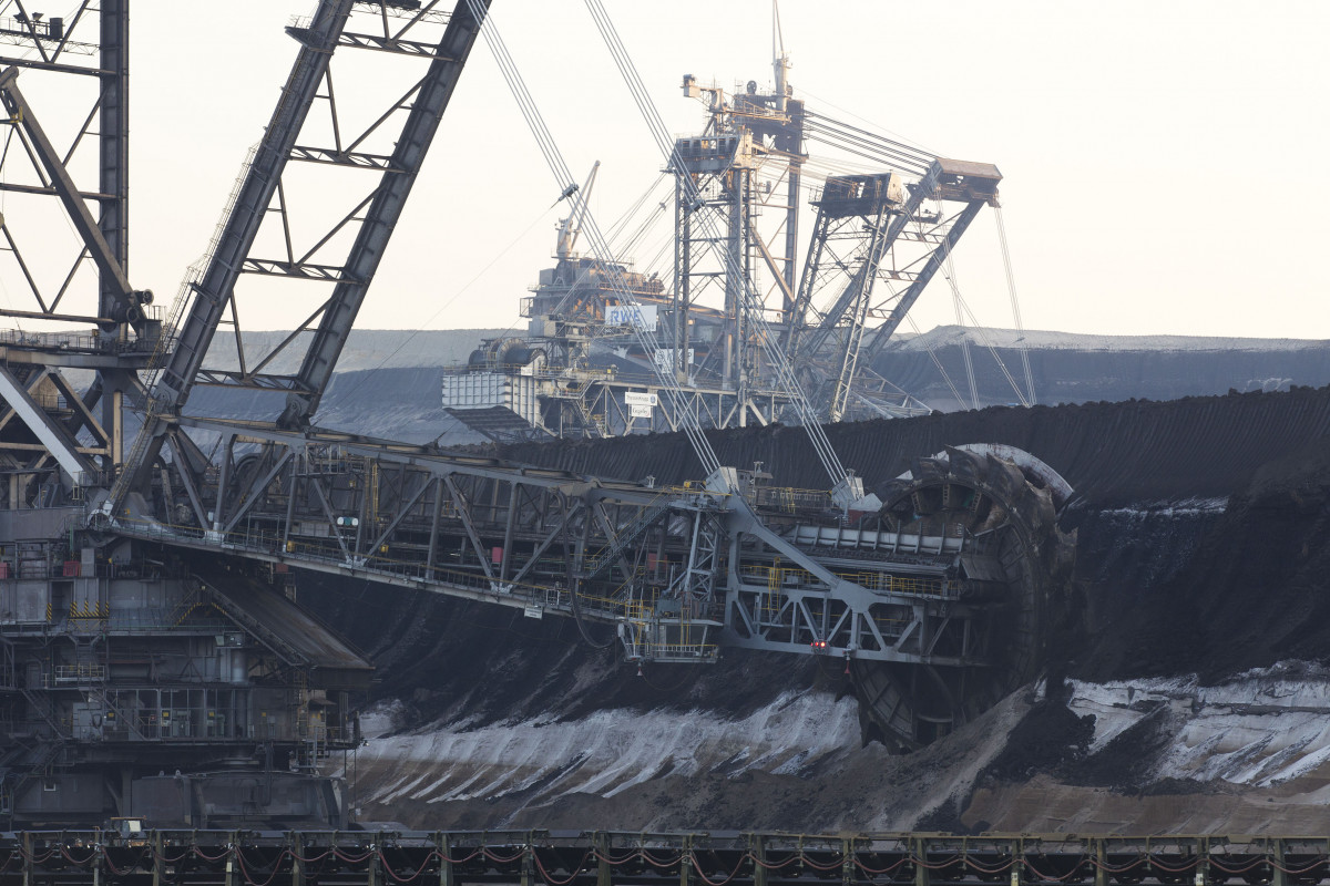 Photo shows lignite mine Garzweiler in Germany. Photo: RWE AG.