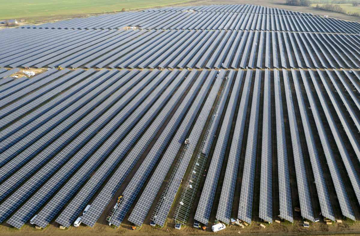 Solar park Weesow-Willmersdorf: Large scale projects are shaping the future of Germany's energy transition while smaller citizen-run projects are losing ground.  Credit: EnBW / Paul Langrock.