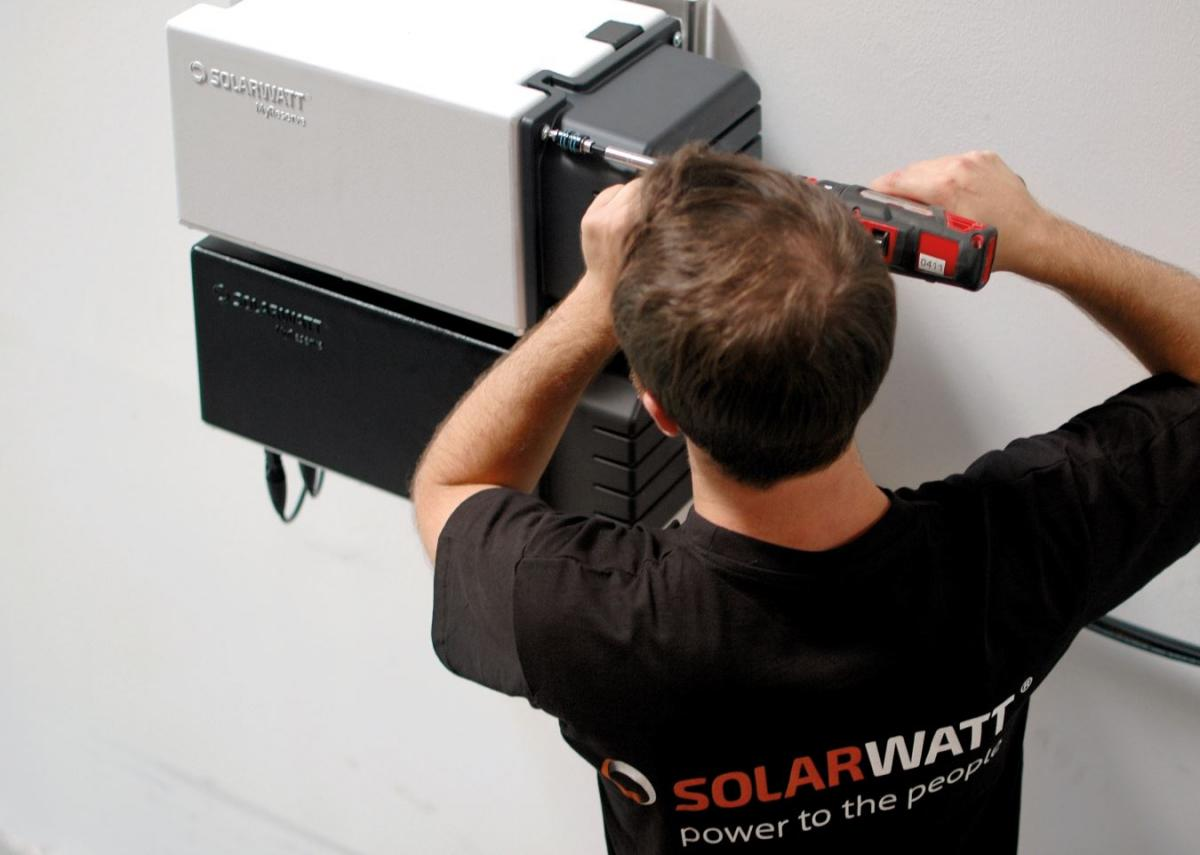Installation of a Solarwatt battery. Photo by Solarwatt GmbH