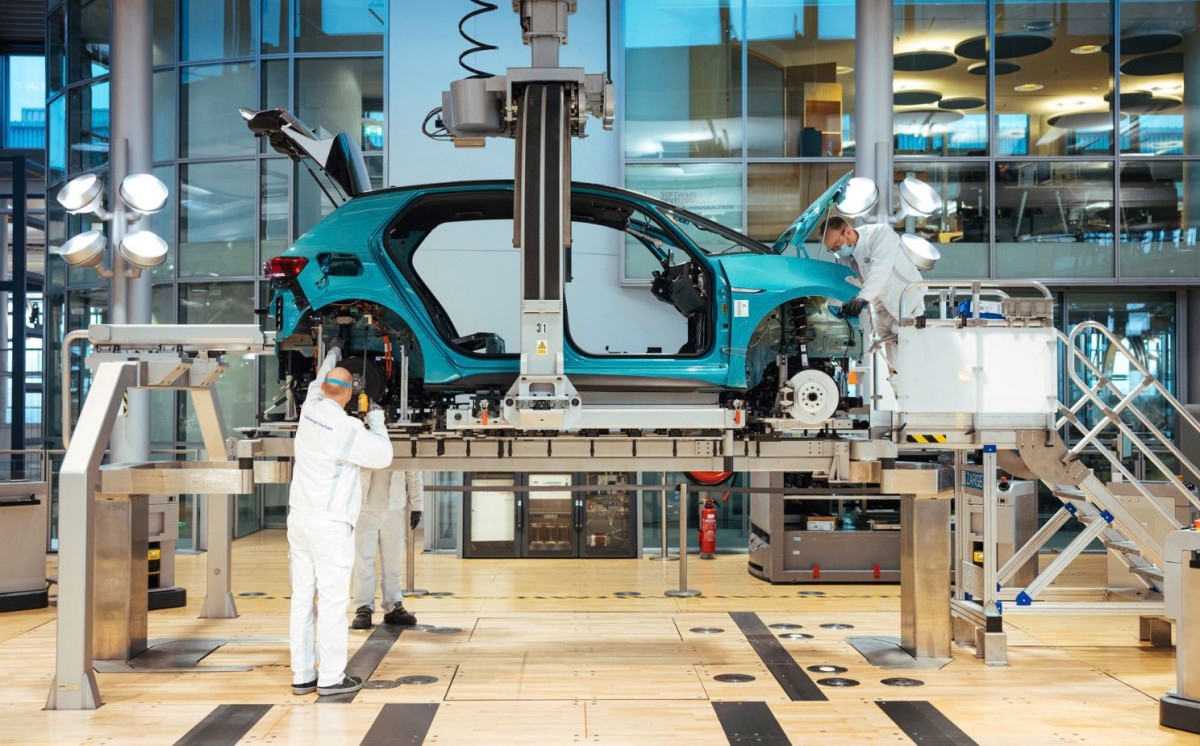 Assembly of Volkswagen's electric ID. 3 in Dresden. Image by Volkswagen