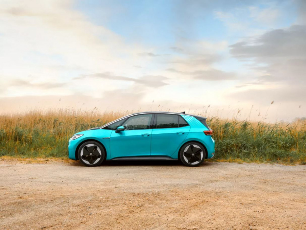 VW says battery cell production for its ID.3 uses green electricity only. Image by VW