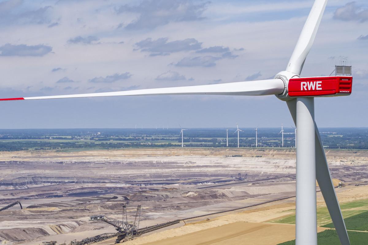 Wind turbine by energy company RWE near a coal mine in western Germany. Photo: RWE / Klaus Görgen