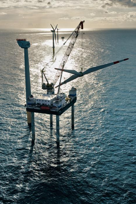 Construction of Alpha Ventus, Germany's firts offshore wind farm. Photo: Stiftung Offshore Windenergie