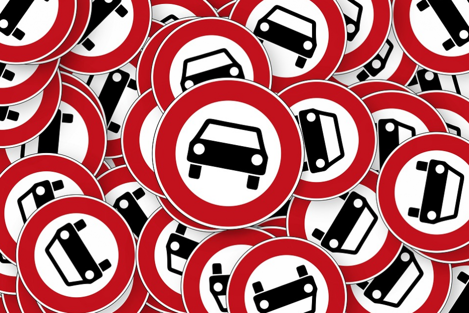 Polluting diesel cars could be barred from entering inner cities in Germany. Photo: Pixabay