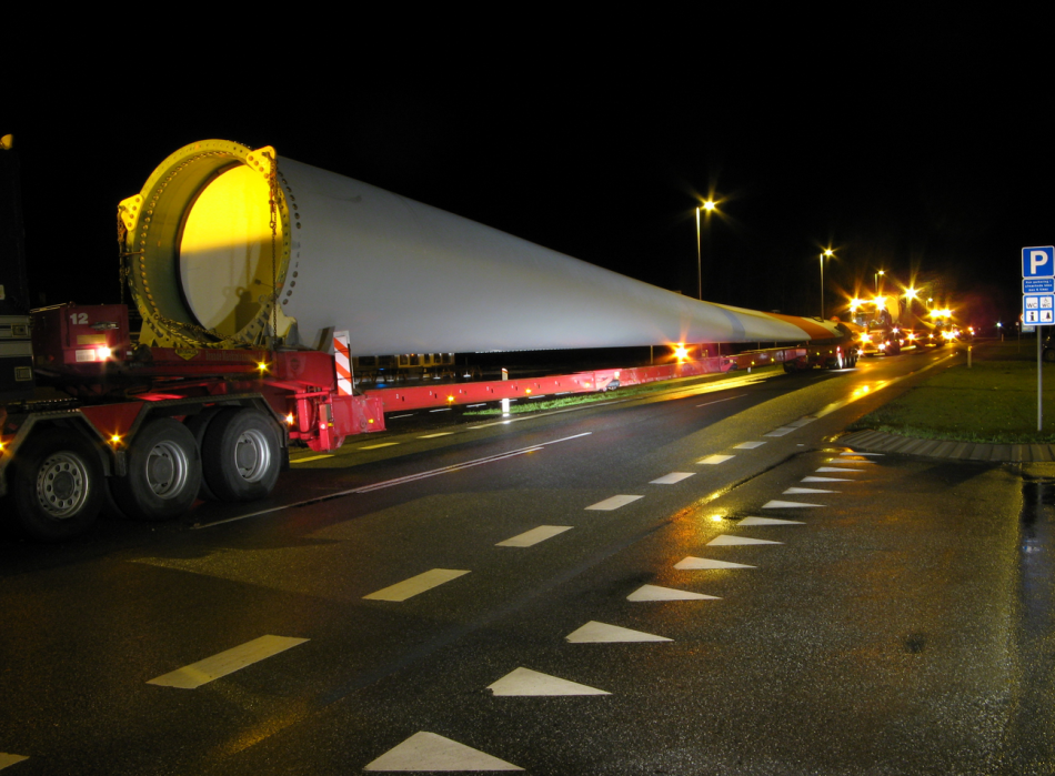 Transport of a turbine blade in northern Germany - Photo: Heiko Jessen.