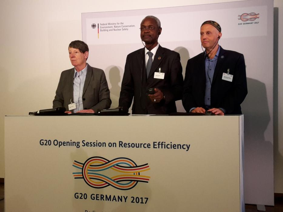 German environment minister Barbara Hendricks (left), Ibrahim Thiaw, deputy executive director UN Environment Programme (centre) and Sergio Bergman, environment minister of Argentina, at the G20 government talks on resource efficiency.