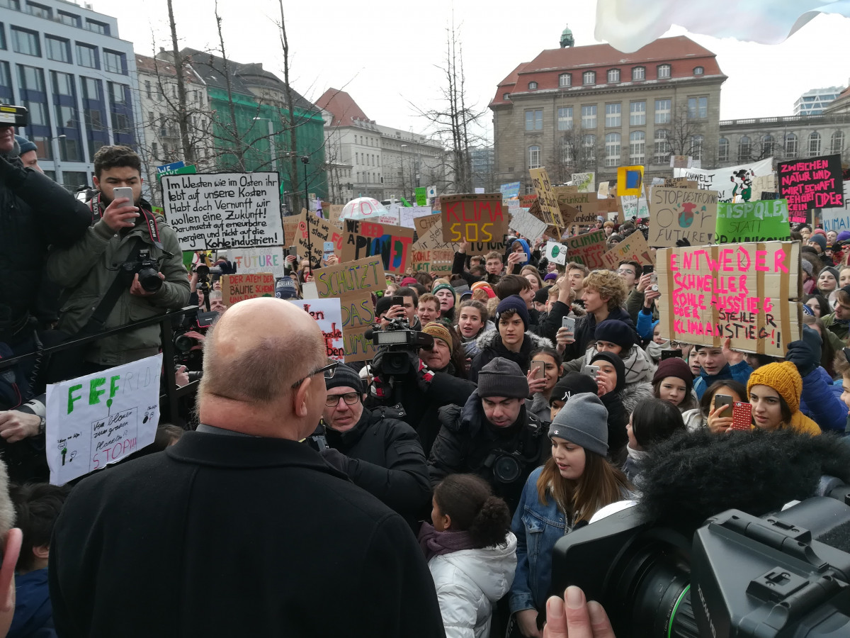 German economy minister Peter Altmaier facing Fridays for Future student protesters in Berlin on 25 January 2019. Photo: CLEW/Wettengel.