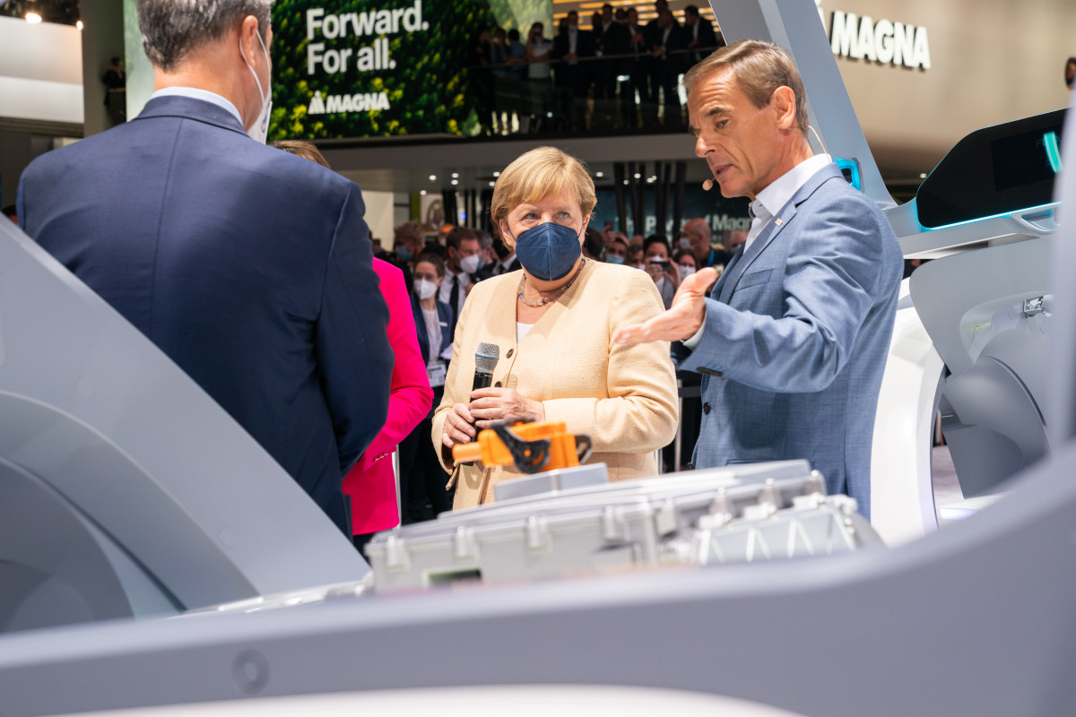 German chancellor Merkel at IAA auto show 2021 with Bosch CEO Volkmar Denner. Photo: IAA Mobility 2021 / Oliver Tamagnini.
