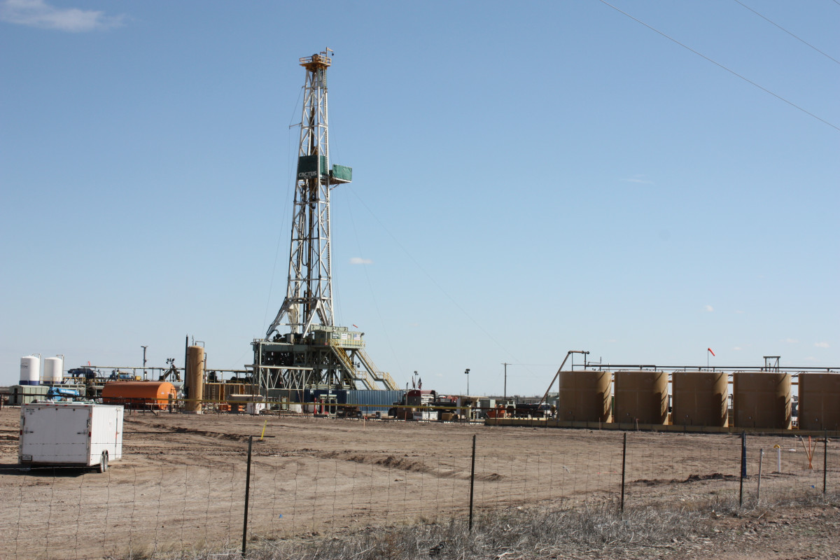 Photo shows oil and gas drilling rig in Verhalen, Texas. Photo: CLEW/Wettengel 2020.