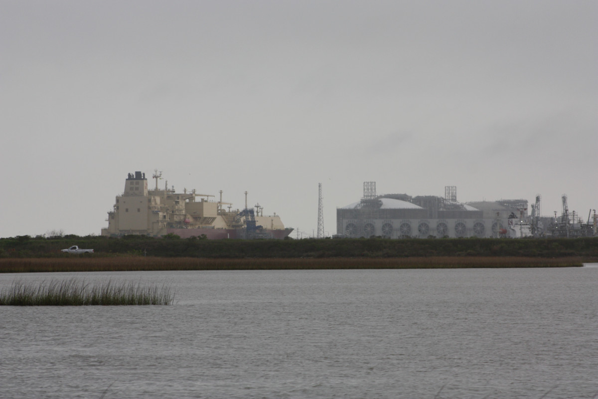 Photo shows Freeport LNG export terminal in Texas. Photo: CLEW/Wettengel 2020.