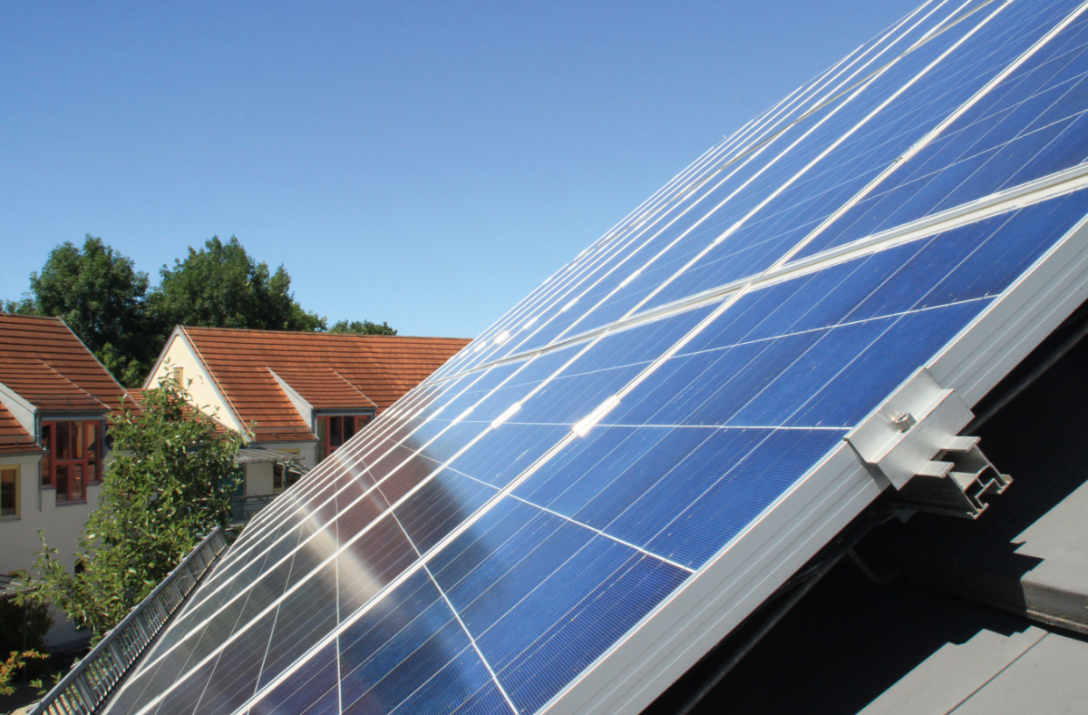 Small roof-mounted solar power installations could be difficult to operate at a profit. Photo: Naturstrom AG