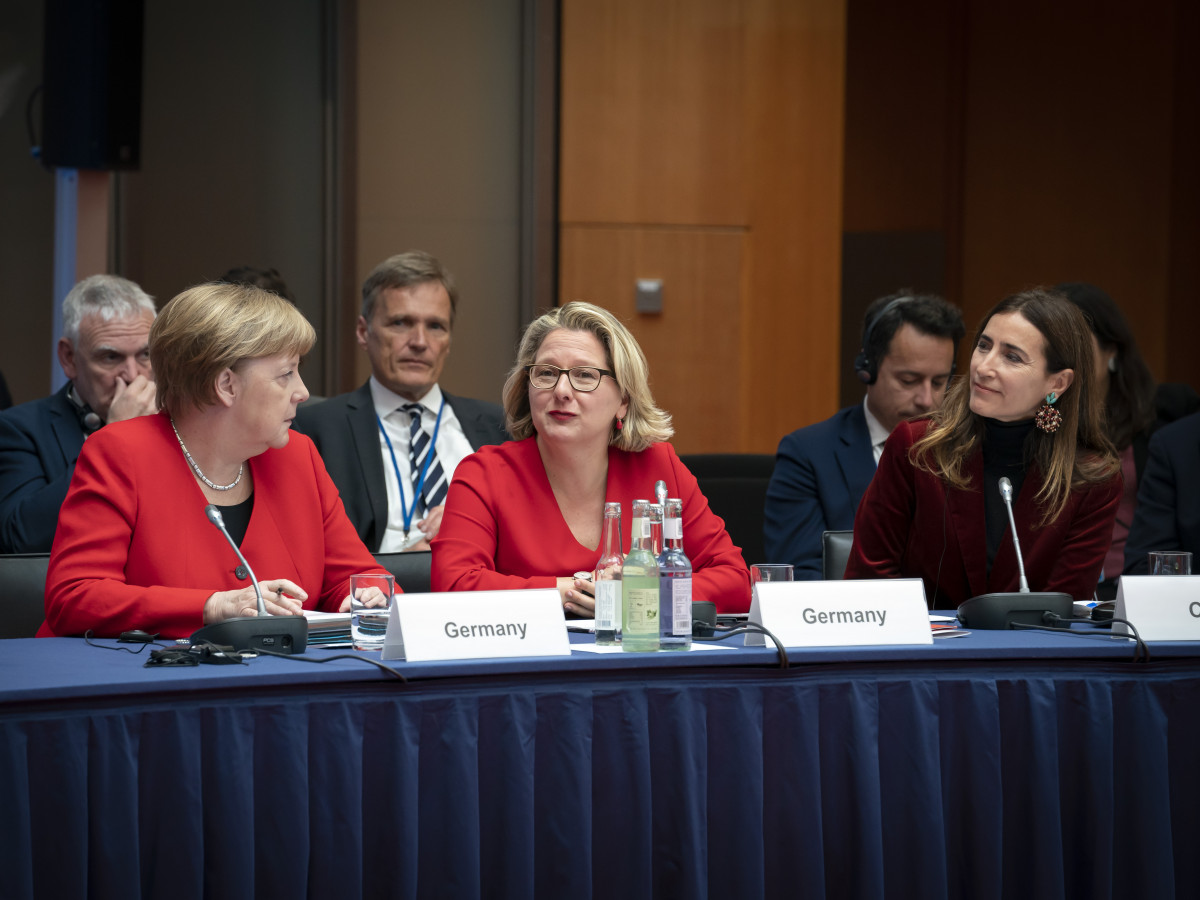 German Chancellor Angela Merkel and environment minister Svenja Schulze at the tenth Petersberg Climate Dialogue in Berlin in 2019. Photo: BMU/photothek/Thomas Koehler.